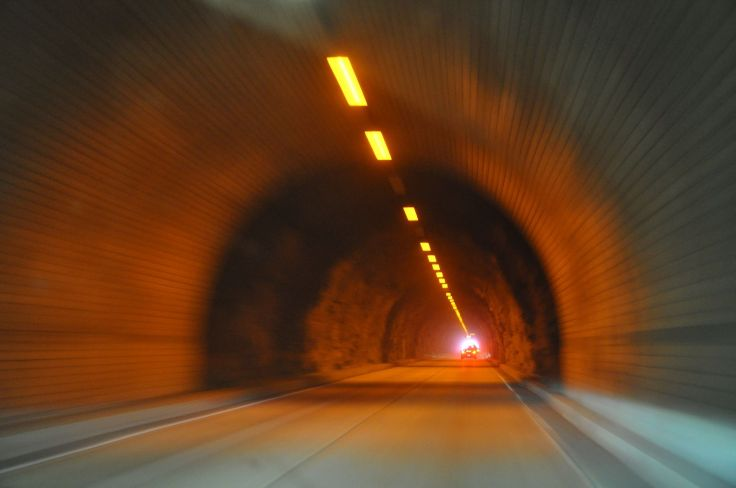 tunnel-2101994_1920-web.jpg